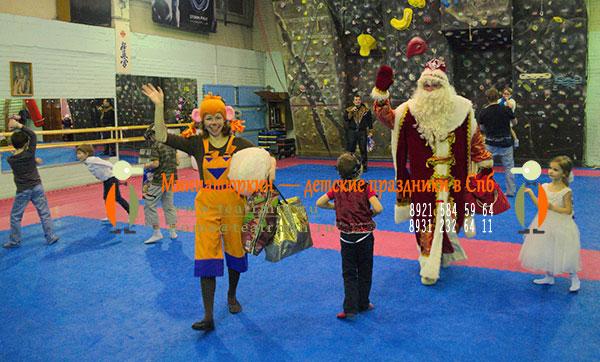 Дед Мороз и обезьянка в Спб 2017